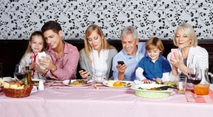 Family-with-Smartphones-web-681x376