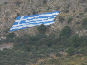 Orgoglio greco. Una grande bandiera sul Taigeto, 2016