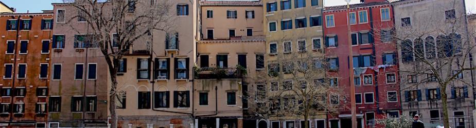 """Calli, ponti e campi dell'anima: una nuova """"esperienza"""" per Carlo Simoni"""