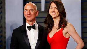 Bezos e l'ex moglie Mac Kenzie