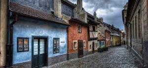Via degli alchimisti a Praga, Kafka abitò nella casa azzurra nel 1916-17. Lì scrisse i racconti di Un medico di campagna
